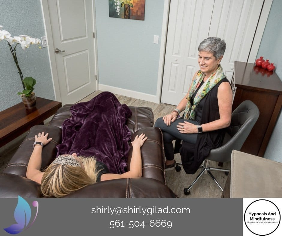Shirly Gilad of Integrative Hypnotherapy with a patient, Hypnotherapy Sessions Online Using Zoom, Skype or Face-time